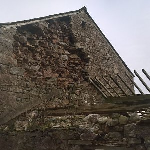 This barn lost gable end stonework
